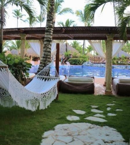 Курорт с подвесными гамаками для туристов