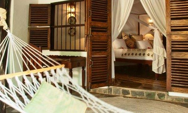 Фотография белого гамака в доме