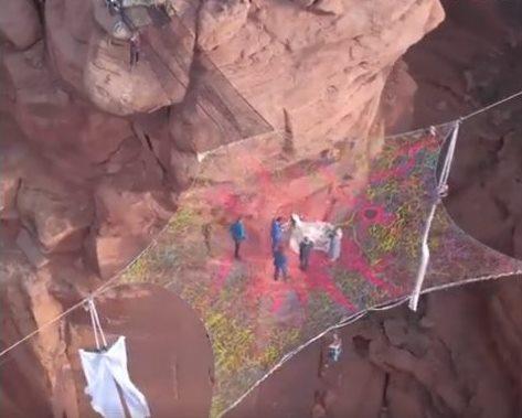 Оригинальная свадьба в каньоне (вид сверху)